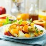 Ensalada refrescante de naranja y melocotón