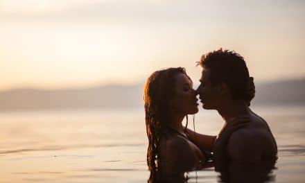 """Sexo en verano: """"mejor y más frecuente"""" ¿verdad o mito…?"""
