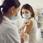 ¿Me puedo vacunar contra la COVID-19 si estoy dando el pecho?